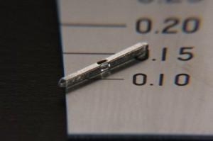 冷間圧造加工で造られた四角形のピン