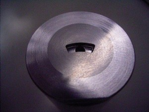 扇形状頭のパーツを成形するための金型